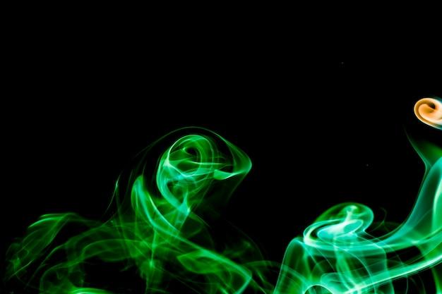 Rauchsammlung auf schwarzem hintergrund