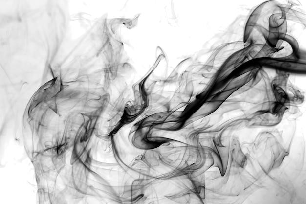 Rauchschwarz auf weißem hintergrund.