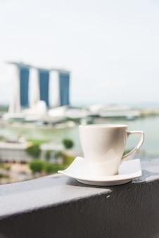 Raum braune tasse cappuccino bay