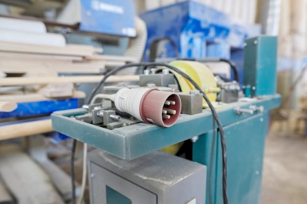 Raumschreinerei holzbearbeitung holzwerkstatt, maschinen und werkzeuge, holzbretter, möbeldetails