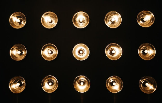 Raumwand mit lampen