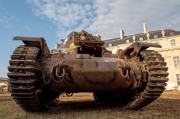 Raupen eines französischen militärpanzers schließen detail