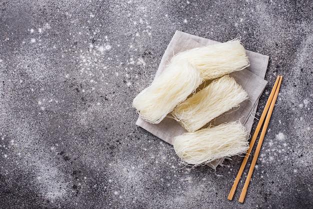 Raw funchoza, koreanische bohnennudeln
