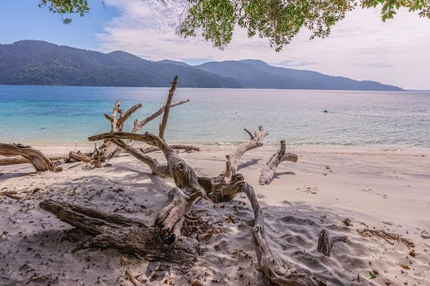 Rawi island weißer sand klares wasser