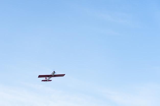 Rc flugzeug fliegen