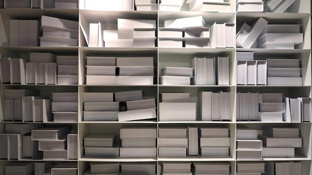 Realistischer weißer bücherregalstapel zur dekoration im lesesaal, den jedes buch