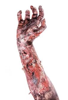 Realistischer zombie oder untoter arm, der aus dem boden ragt, isolierte weiße oberfläche.