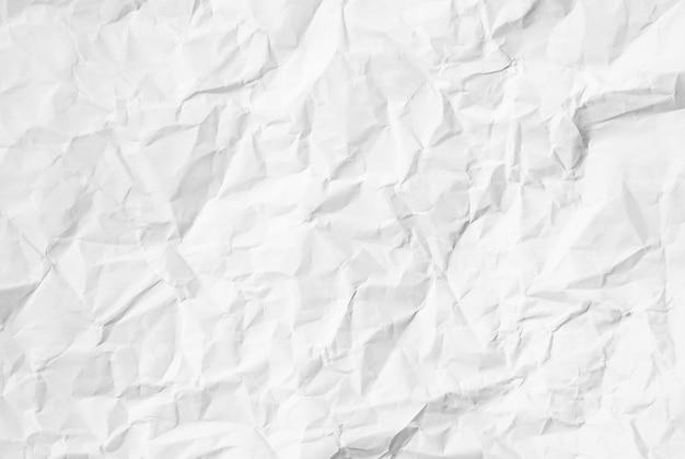Recycelter weißer zerknitterter papierhintergrund oder kartonoberfläche aus einer pappschachtel zum verpacken