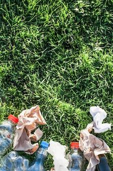 Recycle hintergrund mit müll