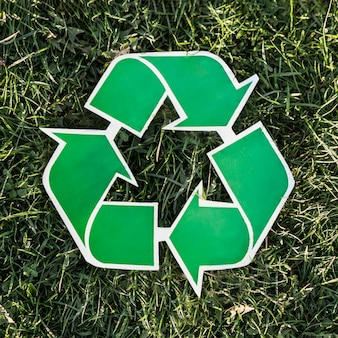 Recycling-hintergrund mit recycling-zeichen