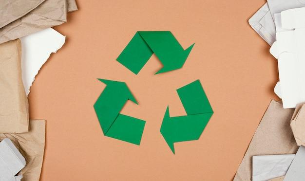 Recycling-konzept flach legen