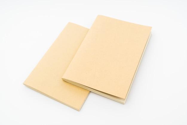 Recycling-papier buch auf weißem hintergrund.