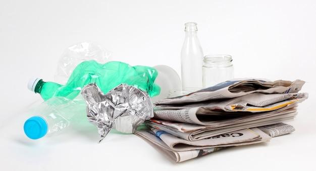 Recycling von müll und wiederverwendbaren abfällen