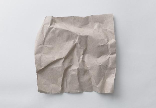 Recyclingpapier mit braunen falten