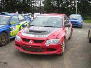 Red mitsubishi rallye-rennwagen