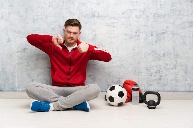 Redheadsportmann, der gutes schlechtes zeichen, unentschlossenes zwischen ja oder nicht macht