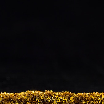 Reflektierender goldener glitzer mit kopierraum