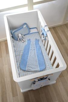 Regale mit aufhänger im modernen babyraum