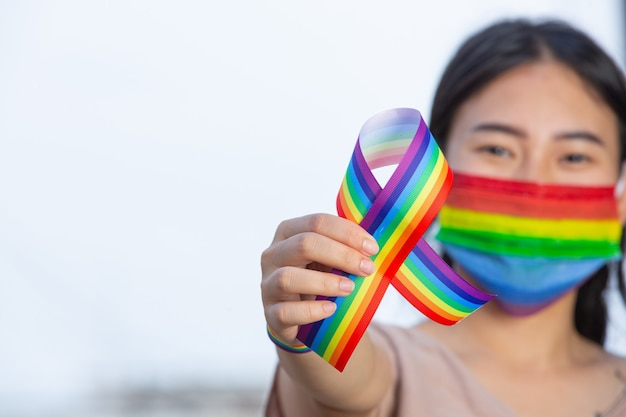 Regenbogenbandbewusstsein für lgbt-gemeinschaftsstolzkonzept