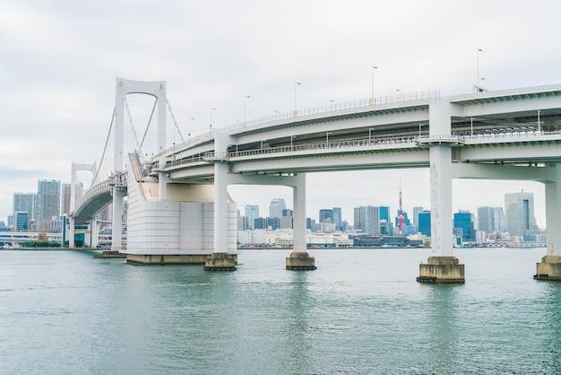 Regenbogenbrücke in odaiba, tokio