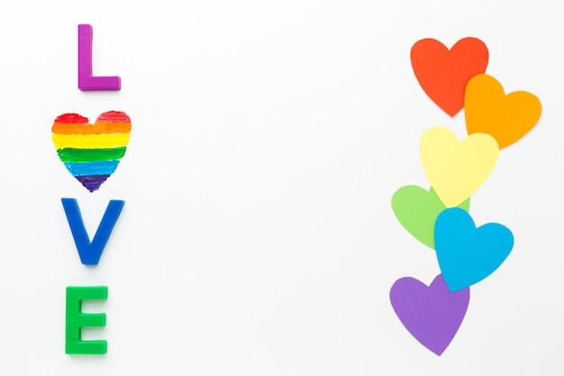 Regenbogenstolz papierherzen und liebe