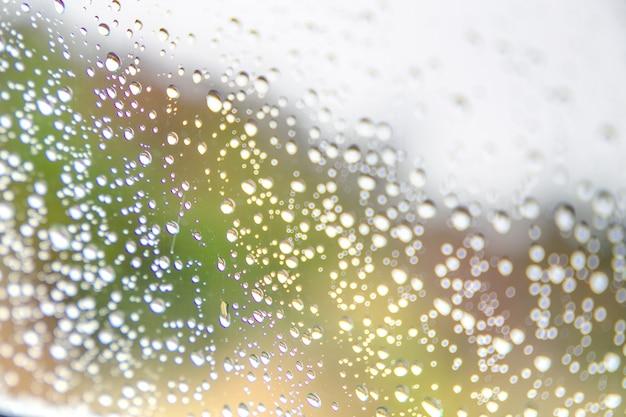 Regentropfen auf fensterglas, hintergrund