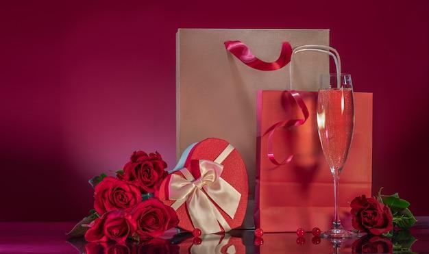 Reiche rote rosen große bastel-einkaufstasche herzförmige geschenkbox
