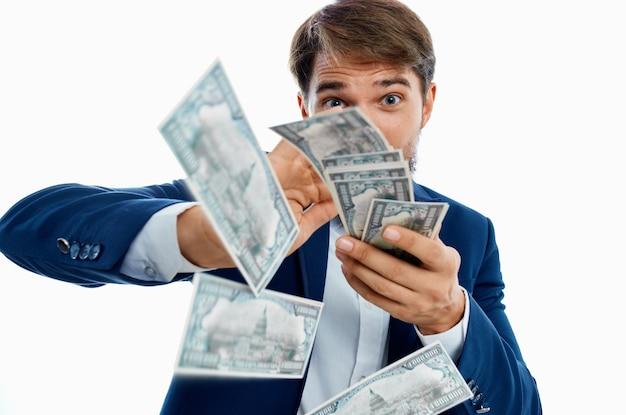Reicher mann dollar millionär isolierter hintergrund. foto in hoher qualität