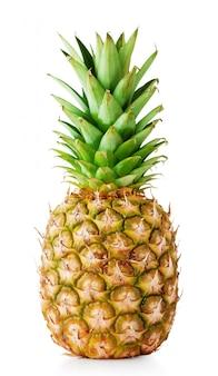 Reife ananas mit grünen blättern