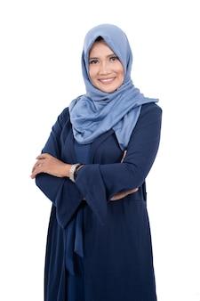 Reife asiatische muslimische frau mit hijab