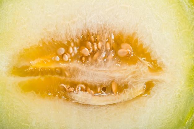Reife gelbe geschnittene melone nahaufnahme