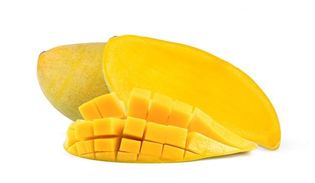 Reife mango isoliert auf weißem hintergrund