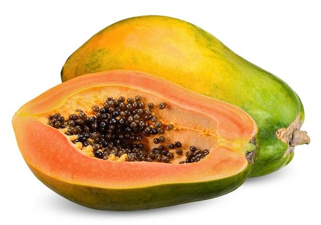 Reife papaya isoliert auf weißem beschneidungsweg