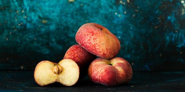 Reife pfirsiche zerschlagen