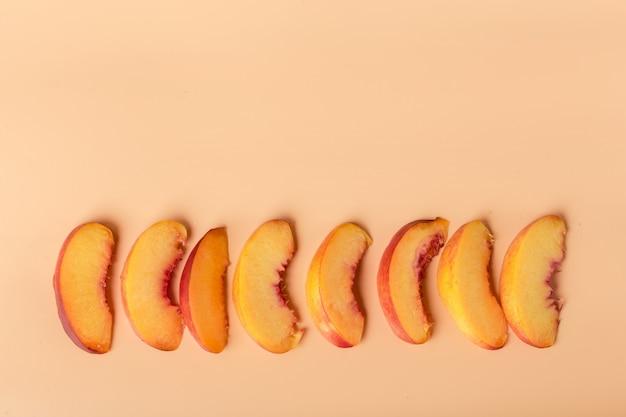 Reife pfirsichfruchtscheibe