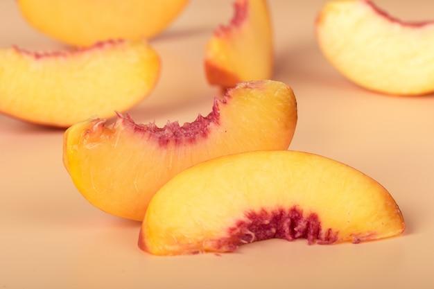 Reife pfirsichscheiben