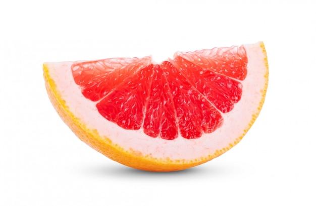 Reife scheibe rosa grapefruit-zitrusfrucht auf weiß