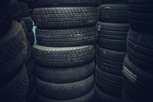 Reifen für autos im lager.