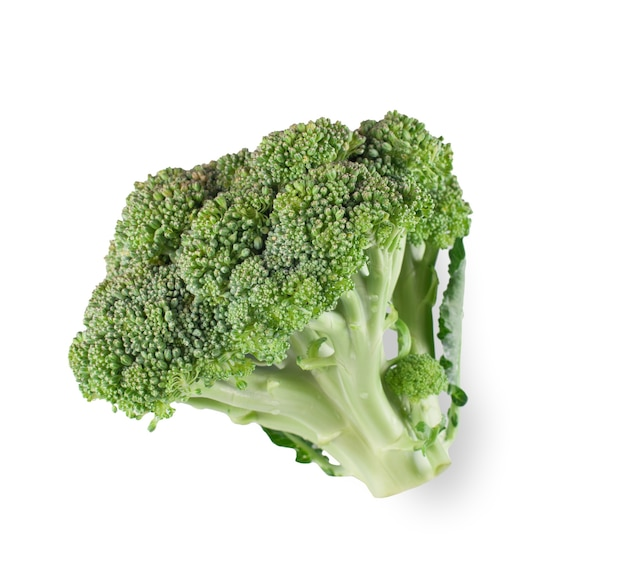 Reifer brokkolibaum mit grünen blättern isoliert. nahaufnahme von frischem bio-gemüselebensmittel, diätkonzept