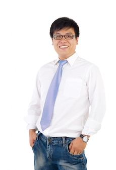 Reifer indonesischer lächelnder geschäftsmann, lokalisierter weißer hintergrund