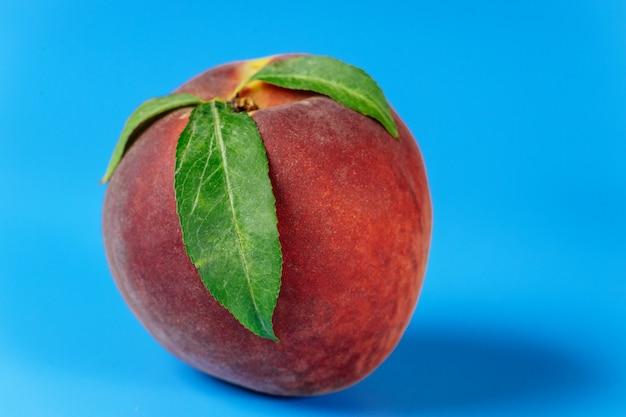 Reifer pfirsich getrennt