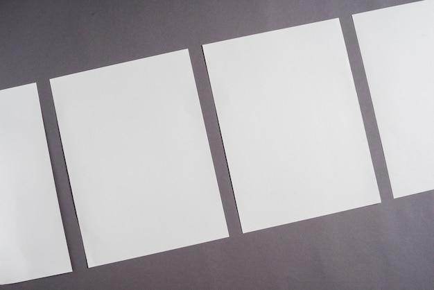 Reihe des leeren weißen blattes