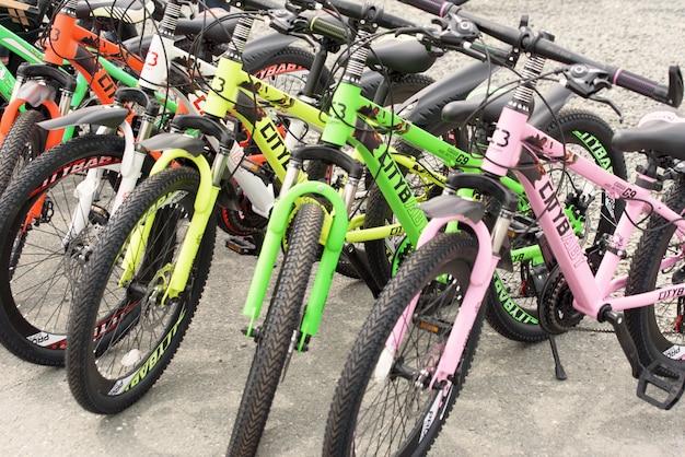 Reihe von fahrrädern zum verkauf