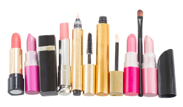 Reihe von make-up-kosmetika isoliert auf weiß