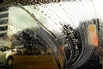 Reinigung der Frontscheibe des Autos