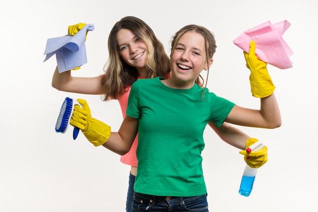 Reinigung, hausaufgaben und teamwork-konzept.
