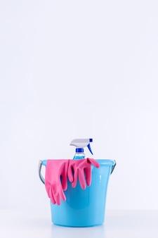 Reinigung von produktwerkzeugausrüstungen, konzept der haushaltsführung, professioneller reinigungsservice, verbrauchsmaterial für hausarbeiten, kopierraum, nahaufnahme.