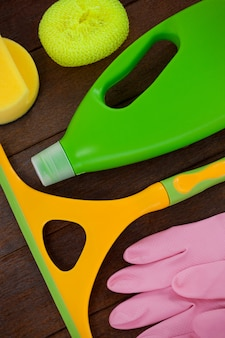 Reinigungsanlage angeordnet auf bretterboden