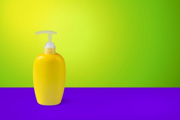 Reinigungsmittel auf dem tisch