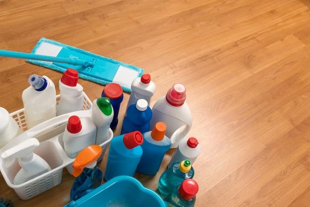 Reinigungsmittel. hausarbeit. frühjahrsputz.